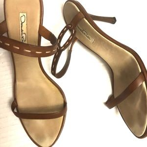 Oscar de la Renta brown 2 strap sandals size 40